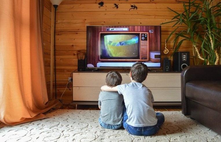 كيفية حزم التلفزيون للانتقال